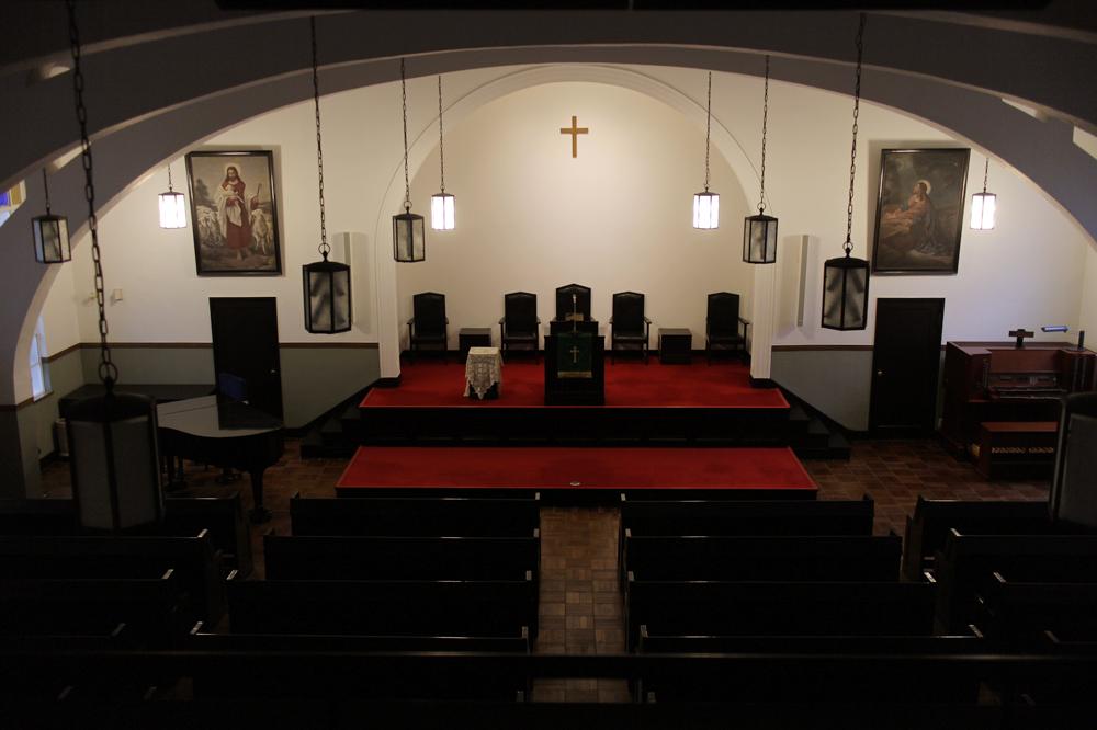 厳かな佇まいの天満教会