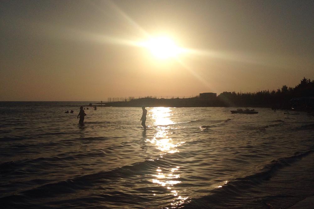 ポルト・チェザーレオのビーチのサンセット